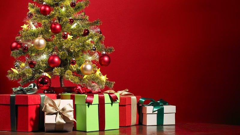 pacchi regali colorati