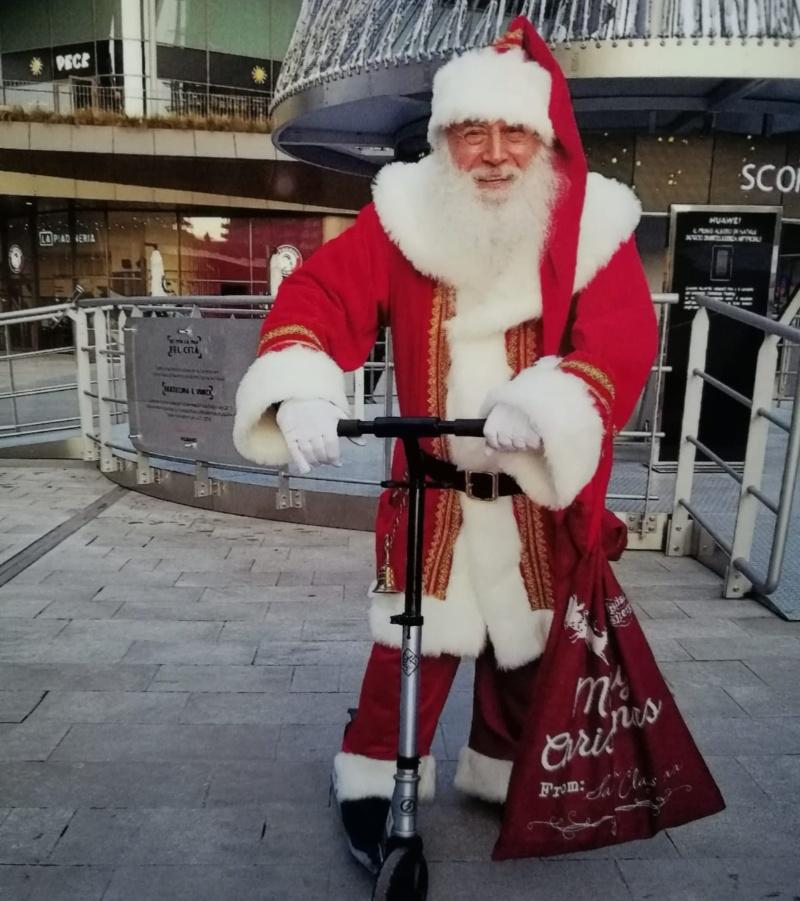 Santa Claus sul monopattino
