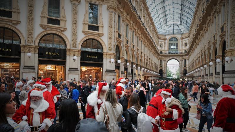Babbi Natale Galleria Vittorio Emanuele