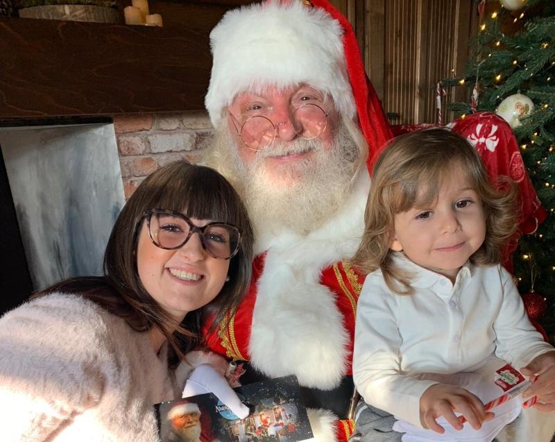 Babbo Natale con mamma e bambina