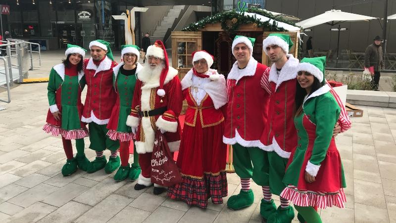casa di Babbo Natale con elfi