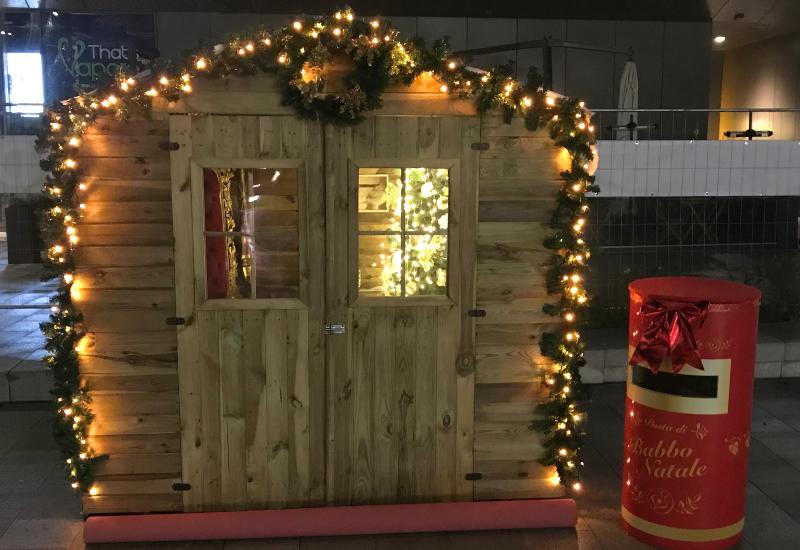 Casa di babbo Natale in legno