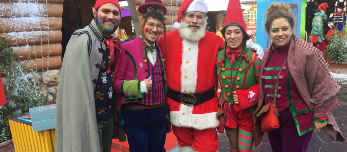 Babbo Natale e elfi